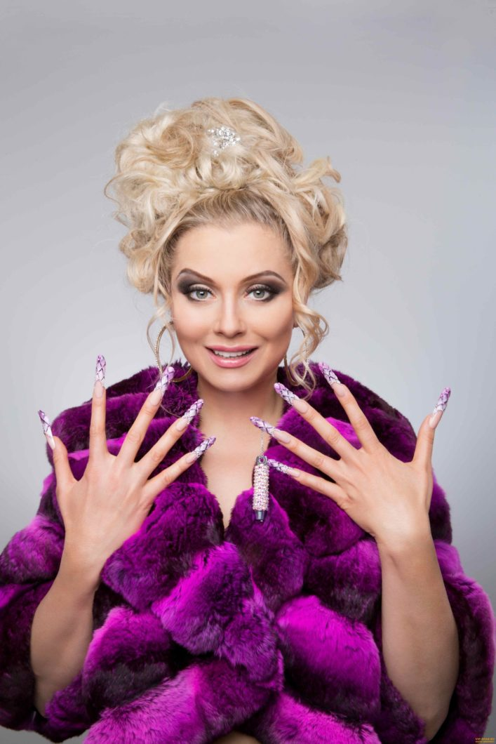 Википедия Лена Ленина (Разумова) писательница и предпринимательница, шоувумен, владелица маникюрной сети